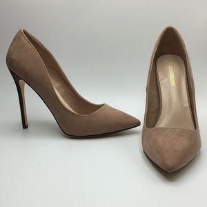 Shoe dazzle nude beige heel 9